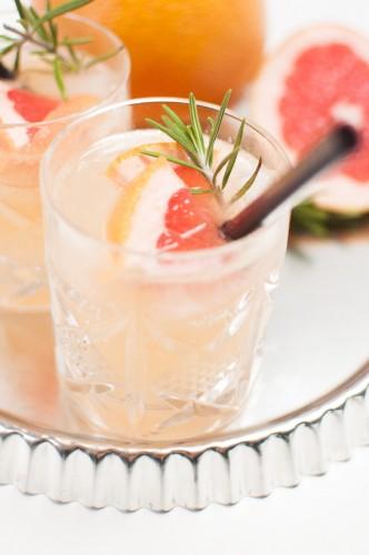 Grapefruit Rosmarin Mule http://vollgut-gutvoll.de/2015/11/23/grapefruit-rosmarin-mule/ 