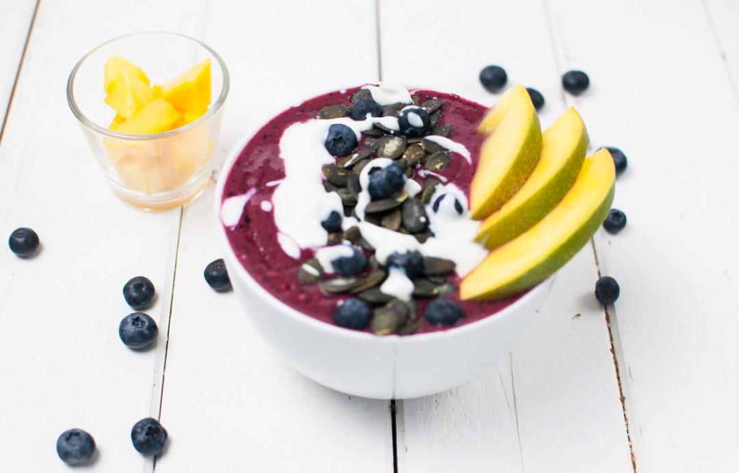 Beeren Smoothie Bowl http://vollgut-gutvoll.de/2015/12/13/beeren-breakfast-bowl Smoothie Sunday