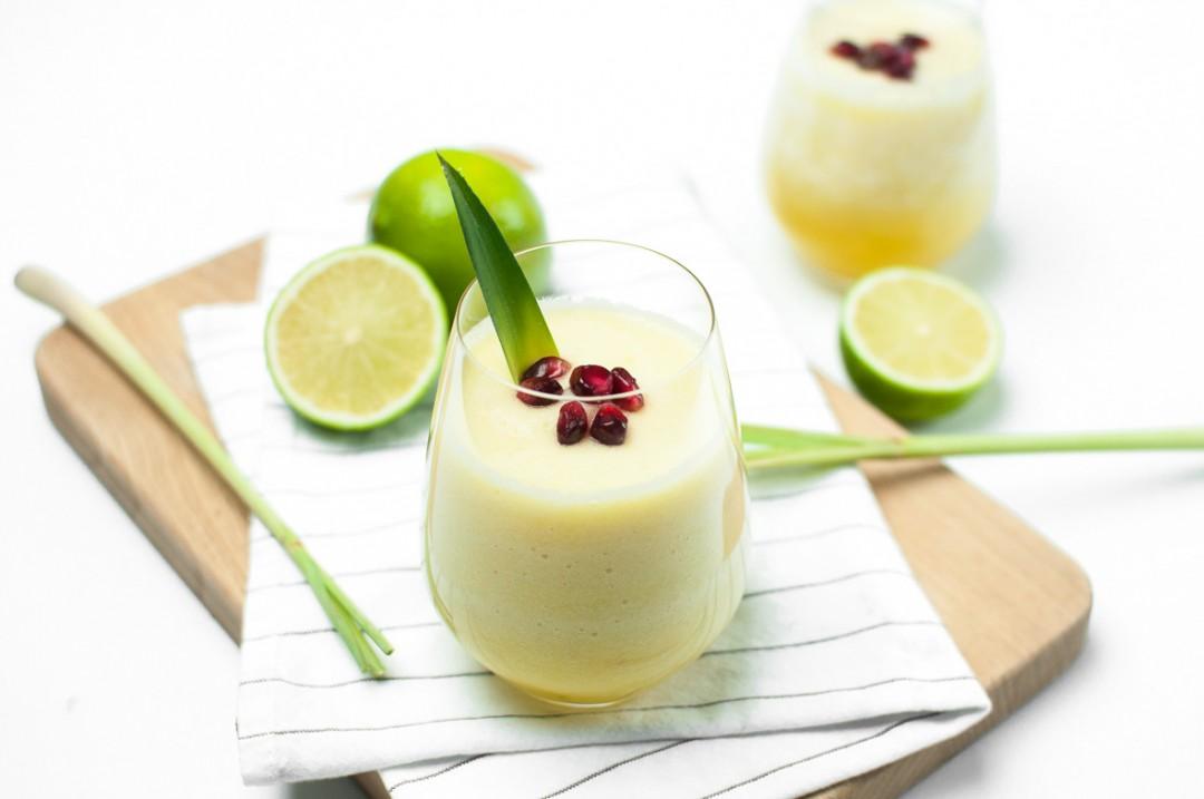 Ananas - Limetten Smoothie http://vollgut-gutvoll.de/2016/01/23/ananas-limetten-smoothie/ #lecker #mixawish #Smoothie #yellowsmoothie #healthy