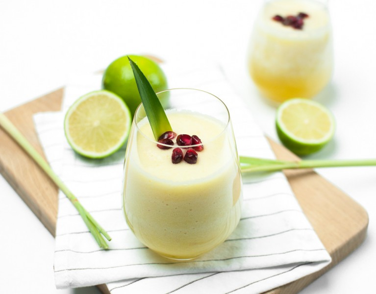 Ananas - Limetten Smoothie http://vollgut-gutvoll.de/2016/01/23/ananas-limetten-smoothie/ #lecker #mixawish #Smoothie #yellowsmoothie #healthy
