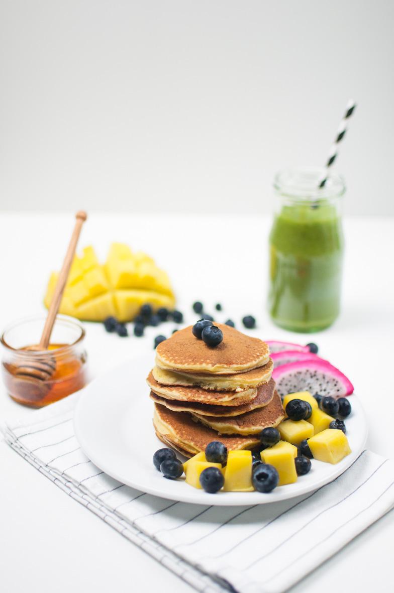 pancakes mit frischem Obst
